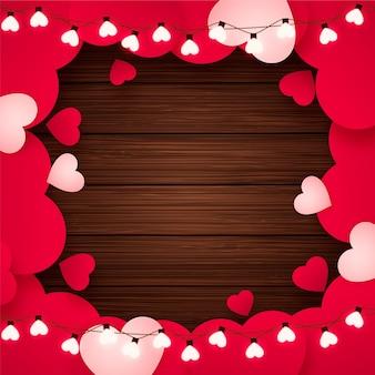 Plano de fundo dia dos namorados com corações de papel, lâmpadas em forma de coração e madeira rústica, fundo vermelho romântico