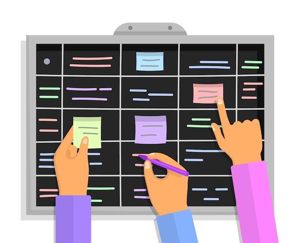 Plano de projeto ágil. conceito de quadro de tarefas scrum com mãos humanas segurando marcadores e papéis colantes coloridos. mãos de pessoas da equipe aderindo cronograma de plano de negócios de trabalho e notas de memorando no quadro-negro.
