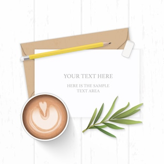 Plano leigo vista superior elegante composição branca carta papel kraft envelope amarelo lápis borracha estragão folha e café no fundo de madeira.