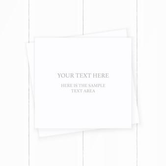 Plano leigo vista superior elegante composição branca papel marrom na mesa de madeira. projeto de decoração de natal.