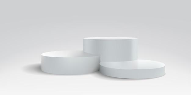 Plataforma ou palco pódio, suporte branco 3d, plano de fundo de exibição realista do produto. pedestal de estrado redondo de vetor ou pilares de plataforma de pódio para exibição ou apresentação de produtos Vetor Premium