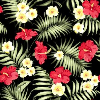 Plumeria tropical e padrão de folhas de palmeira verde.
