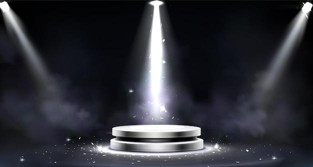 Pódio redondo com efeito de fumaça, iluminação de holofotes e brilhos de luz,