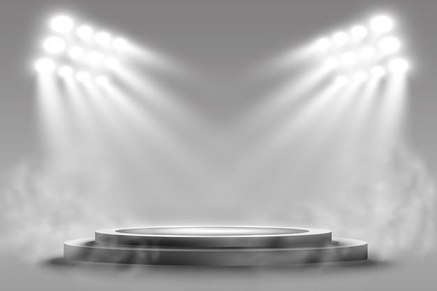 Pódio redondo, pedestal ou plataforma, iluminado por holofotes no fundo. pódio com fumaça.