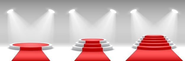 Pódios redondos com tapete vermelho. pedestais com holofotes.