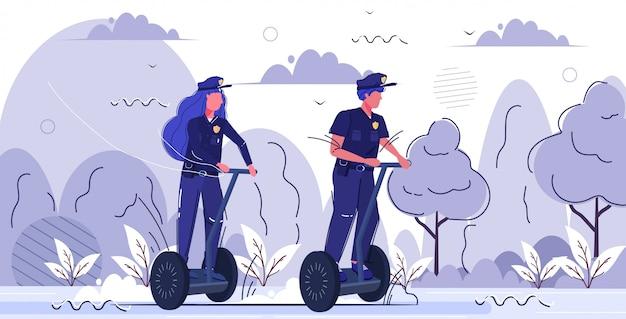 Policiais, par, montando, gyroboard, homem, mulher, uniforme, usando, elétrico, giroscópio, transporte pessoal, segurança, autoridade, justiça, lei, serviço, conceito