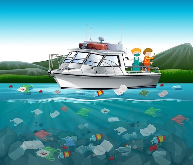 Poluição da água com sacos de plástico no oceano