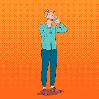 Pop art chocado homem com nariz comprido, falando no smartphone. conceito de notícias falsas.