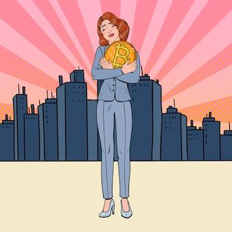 Pop art feliz mulher de negócios segurando uma grande moeda de bitcoin