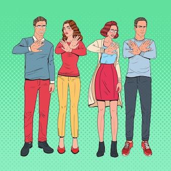 Pop art grupo de pessoas gesticulando sinal de mão parada. homem e mulher se recusando a algo.