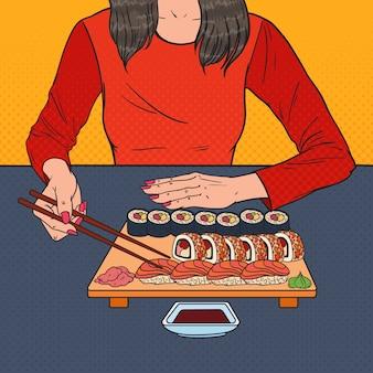 Pop art mulher comendo sushi no restaurante asiático. comida japonesa.
