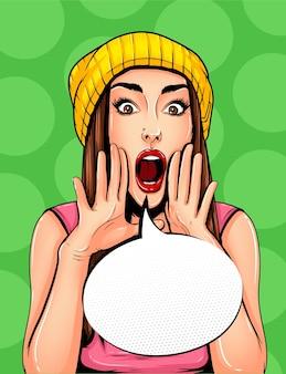 Pop art poster vintage em quadrinhos com bolha do discurso. menina bonita anunciando, contando um segredo, gritando ou gritando