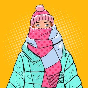 Pop art retrato de mulher bonita com roupas de inverno quente. tempo frio.
