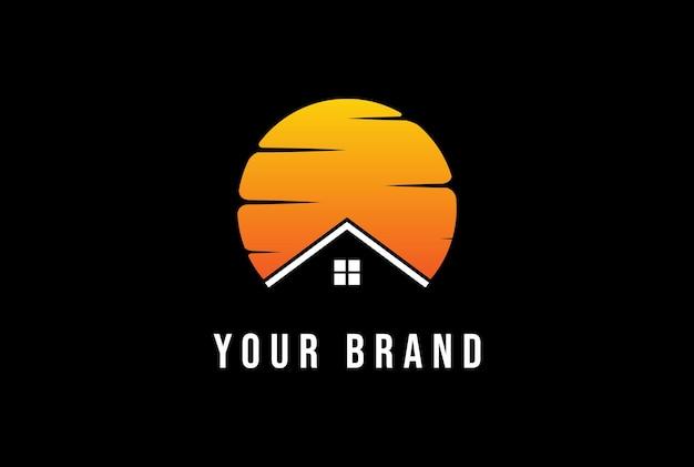 Pôr do sol nascer do sol com casa para imóveis ou chalé de madeira design de logotipo de vetor