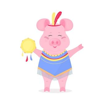 Porco fofo no traje de um em um terno do índio com penas na cabeça e com um pandeiro. porquinho engraçado. o símbolo do ano novo chinês