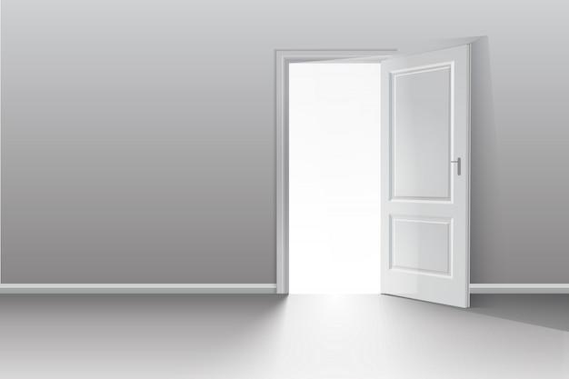 Porta aberta em uma sala branca com a luz de saída.