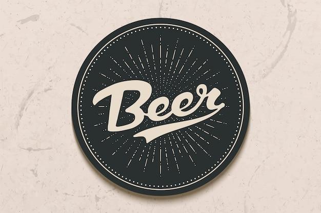 Porta-copos para cerveja com mão desenhada letras cerveja. desenho monocromático vintage para temas de bar, pub e cerveja. círculo preto para colocar uma caneca de cerveja ou uma garrafa por cima com letras. ilustração