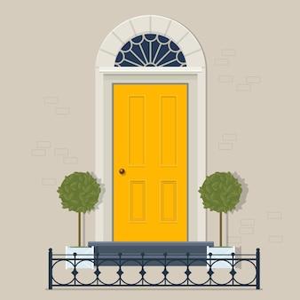 Porta da frente amarela com dois vasos de plantas em vasos e cerca de ferro fundido. ilustração vetorial