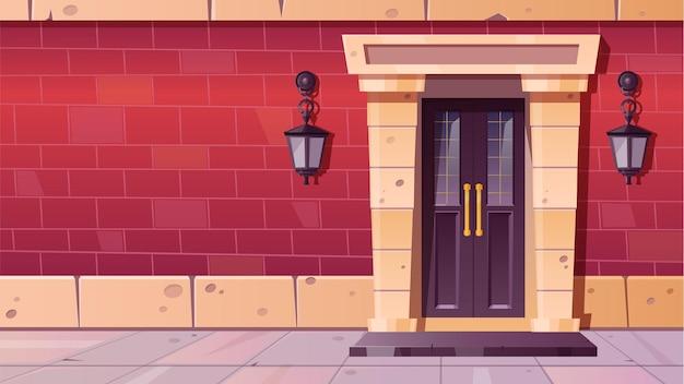 Porta da frente com moldura de pedra na fachada de prédio antigo