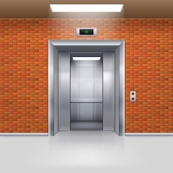 Porta do elevador de metal meio aberta em uma parede de tijolos