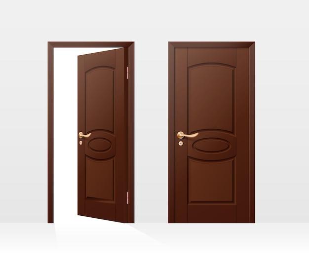 Porta realista de entrada de madeira marrom aberta e fechada isolada no branco