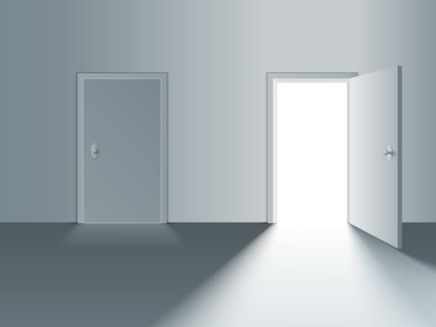 Portas brancas fechadas e abertas