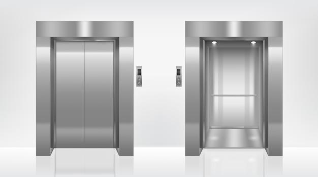 Portas de elevador abertas e fechadas no corredor do escritório