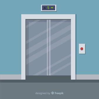 Portas planas do elevador fechadas