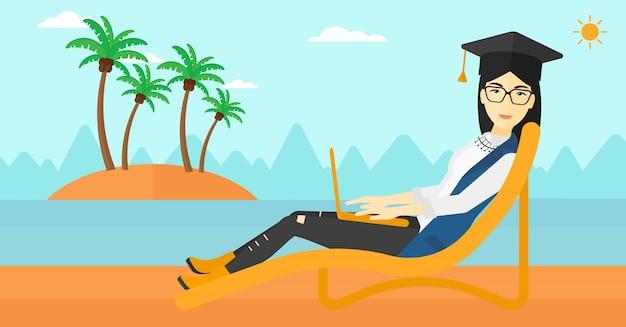 Pós-graduação deitado na espreguiçadeira com laptop