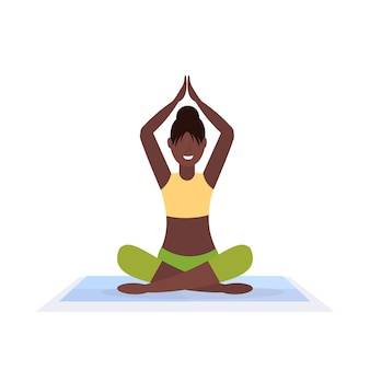 Pose desportivo mulher pose saudável menina yoga branco lifestyle malhar estilo de vida saudável conceito fêmea caráter comprimento