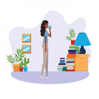 Posição mulher, em, sala de estar, com, livros