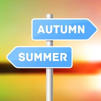 Post de sinal azul com setas direcionais, seta de verão e seta de outono.
