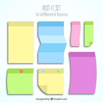 Post-it colorido ajustado com diferentes formas
