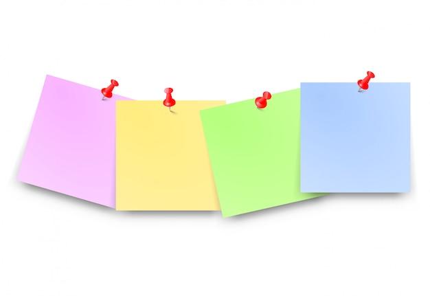 Post papéis com pino vermelho em branco