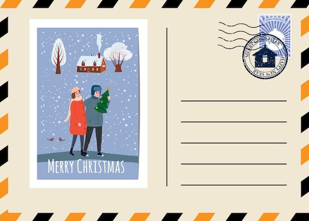 Postal de natal e ano novo com selos e marca. jovem casal apaixonado carregando uma árvore de natal