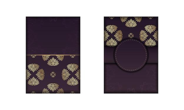Postal na cor bordô com um padrão abstrato de ouro para seus parabéns.