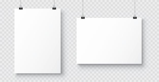 Pôster realista de papel a4 em branco branco pendurado em uma corda com um clipe
