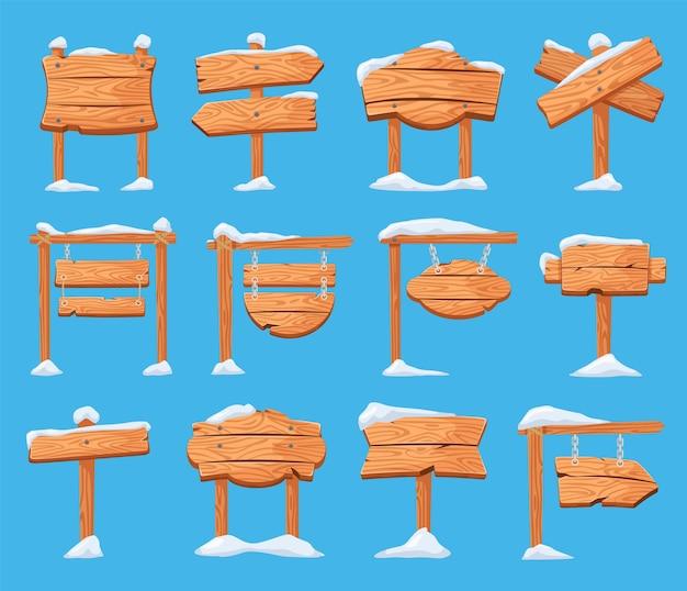 Postos de sinalização de madeira de inverno dos desenhos animados cobertos de neve conjunto de vetores de sinais de seta para feriados de natal