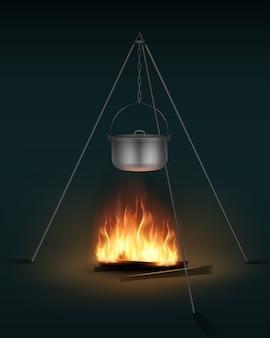 Pote de acampamento novo de aço brilhante com tampa e alça na vista lateral da fogueira