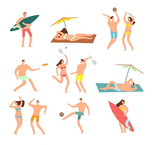 Povos nos roupas de banho na vecation da praia do mar. mulher relaxante e personagens do homem