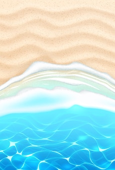 Praia à beira-mar com ondas azuis na costa de areia