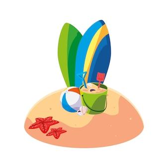 Praia de areia de verão com cena de pranchas de surf
