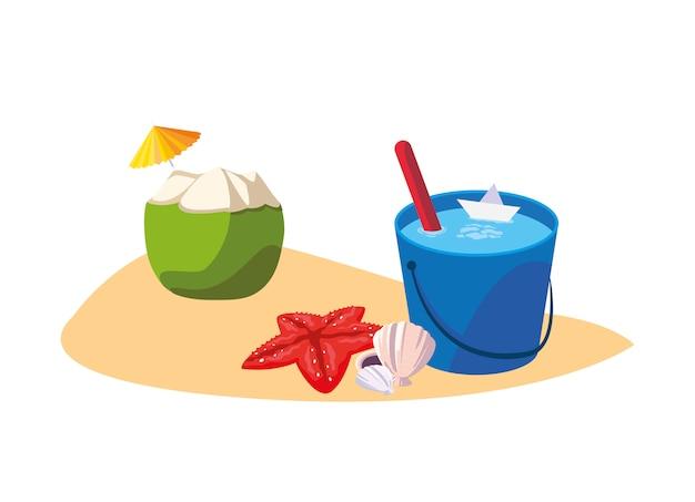 Praia de areia de verão com coquetel de coco e ícones