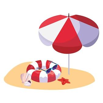 Praia de areia de verão com guarda-chuva e flutuar