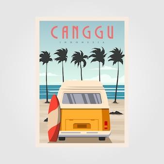 Praia de canggu com pôster de carros antigos