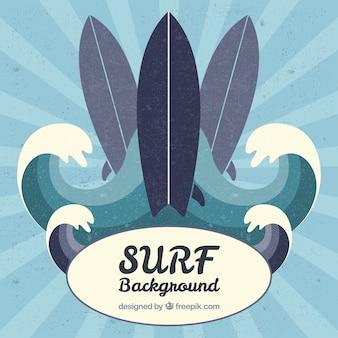 Pranchas de surf e as ondas do vintage em um fundo do sunburst