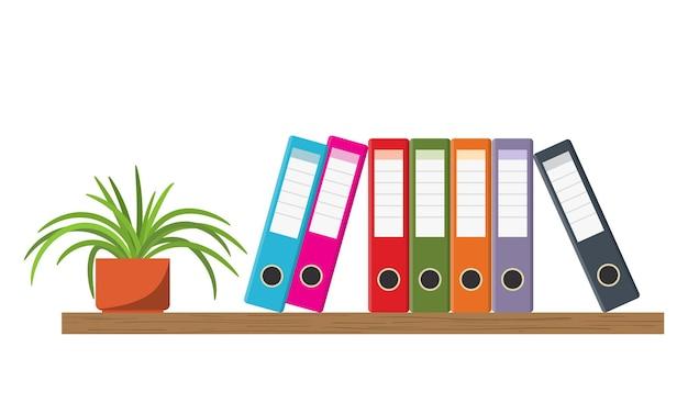 Prateleira de madeira com pastas de escritório coloridas e vaso de flores
