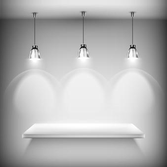 Prateleira vazia branca iluminada por holofotes, plano de fundo