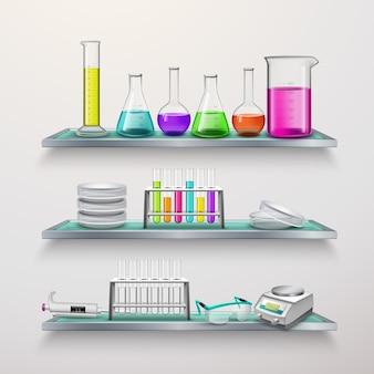 Prateleiras com composição de equipamentos de laboratório