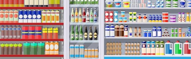Prateleiras de supermercado com mantimentos